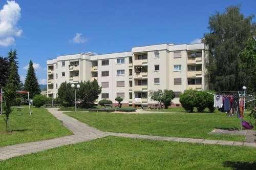 Geräumige 3 Zimmerwohnung mit sonniger Süd-Loggia & Garage -  in absoluter Ruhelage am Ortsrand
