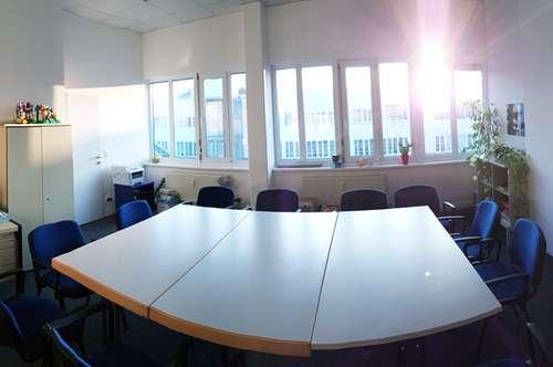 LINZ: Penthouse-Bürofläche im Dachgeschoss - helle, sonnige Bürofläche/-räume