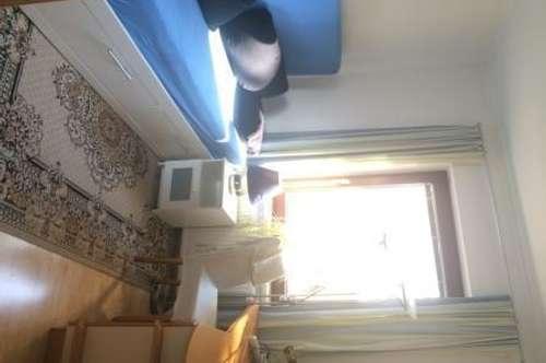 Vermiete ca. 30m2, 2 Zimmer inkl. Bad/WC in Mehrfamilienhaus ausschliesslich für eine Person.