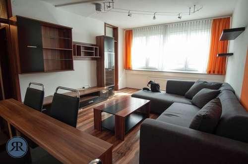 2,5 Zimmer Wohnung - hell - modern - neuwertig + Parkplatz im Hof