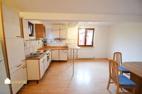 helle 2 Zimmer Wohnung inkl. Küche und Sitzecke - Dachgeschoß