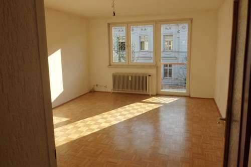 Sonnige Dreiraumwohnung mit möblierter  Küche im Zentrum von Wels,Nähe Fachhochschule,WG geeignet