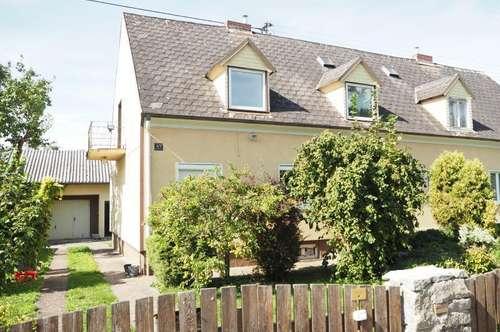 Doppelhaushälfte mit großem schönen Garten und Pool, 130 m² WNFL, 790 m² Grundstücksfläche, Garage mit Wirtschaftsraum, gute Bausubstanz, am Naherholungsgebiet Traunau!