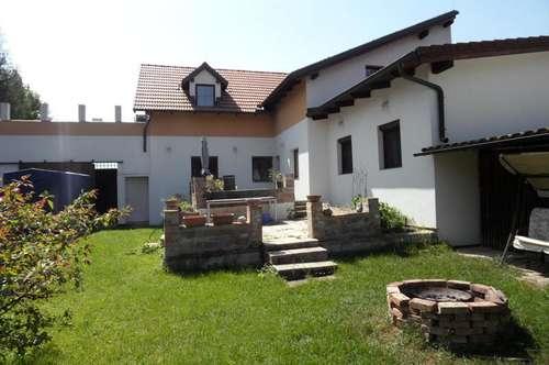 Oberkreuzstetten: Großzügiges, neu renoviertes Haus