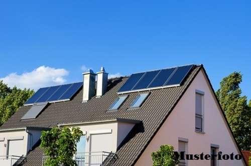 Einfamilienhaus mit integrierter Garage - guter Zustand -