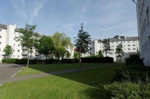 Provisionsfrei: Schöne 2 Zimmerwohnung mit neuem  Bad in sonniger Grünlage - gute Infrastruktur