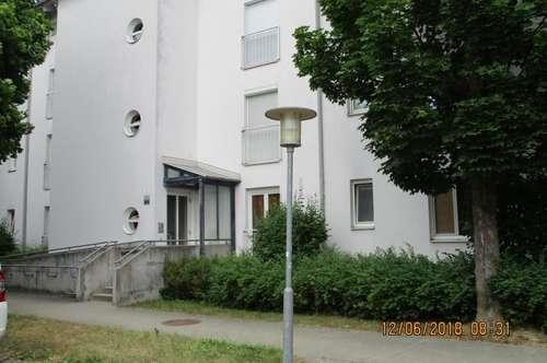 Heimkommen und wohlfühlen! Modern geschnittene 3-Zimmer-Wohnung in idyllischer, grüner Lage! Genießen Sie eine Top-Infrastruktur! Provisionsfrei!