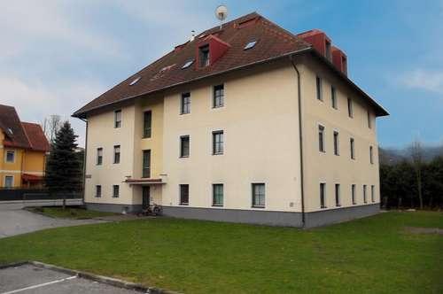Große 3-Zimmerwohnung im Dachgeschoss
