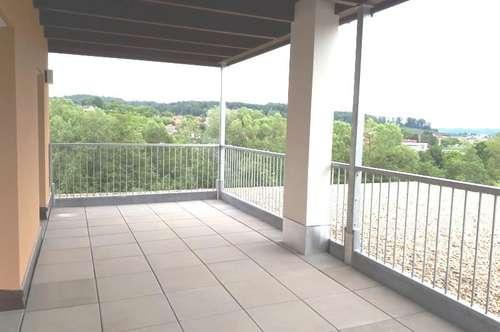 Moderne 2-Zimmer Wohnung mit Dachterrasse in Markt Hartmannsdorf