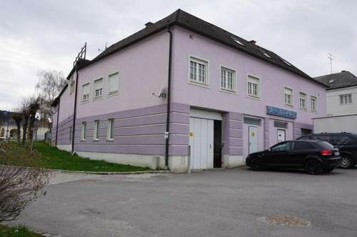 Mehrfamilienhaus mit Geschäftslokal