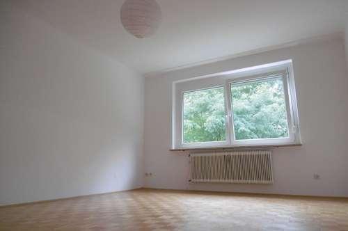 Sehr helle und ruhige 3-Zimmer-Wohnung inklusive Küche mit Sitzgelegenheit und 2 Balkonen