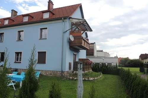 Sonnige 3 Zimmerwohnung mit Balkon, Garten und Carport!