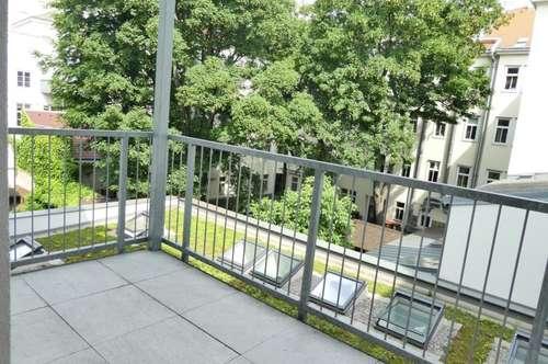 Generalsanierte, ruhige Altbauwohnung mit großem Balkon