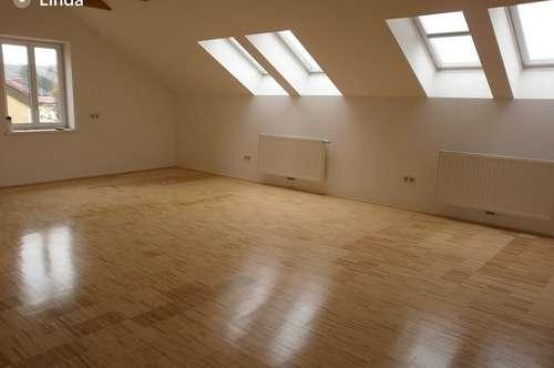 Zentrale 77,80 m² Dachgeschosswohnung mit 34 m² Terrasse