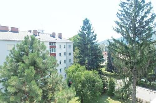 Andritz: Sanierte 2 ZI (WG-tauglich!) + Wohnküche + Balkon mit Fernblick + PKW-Plätze!