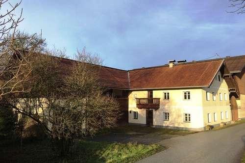 Bauernhaus mit Nebengebäude Nähe Mattighofen