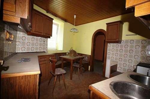 11993 Renovierungsbedürftiges Haus in Donaunähe