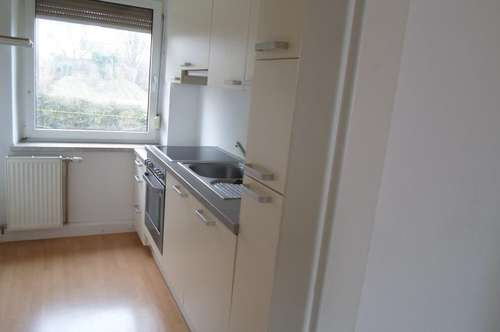 Hausleitnerweg: Im Grünen liegende,gemütliche Kleinwohnung, 1.Stock, ca.50m2 WNFL, 2 Zimmer, ablösefrei Küche