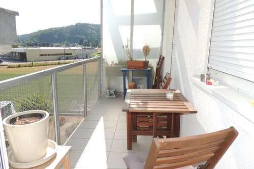 Walding: 3 Zimmer DG-Wohnung mit Balkon und Küche zu vermieten!