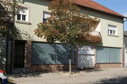 Mehrfamilienhaus mit Geschäftsräumen