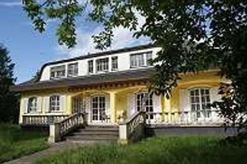 Geräumige Villa zu vermieten Wohnen oder Gewerbe