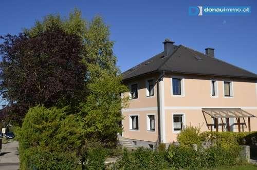 Ansehnliches Mehrfamilienhaus mit herrlicher Aussicht und guter Kombinationsmöglichkeit für Wohnen und Arbeiten in einem kleinen idyllischen Ortsteil von Krems