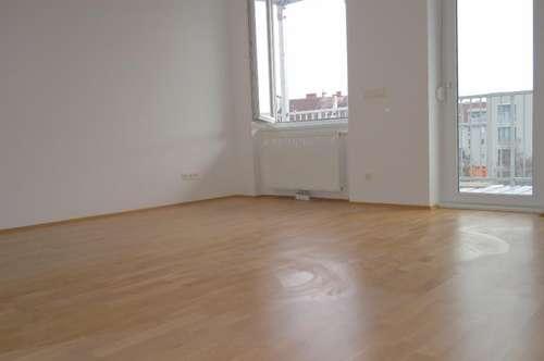 Erstbezug nach Generalsanierung - Schöne 2-Zimmer-Wohnung mit Balkon