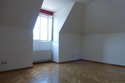 Weiz Zentrum - 2-Zimmer-Dachgeschoßwohnung mit super Küche!