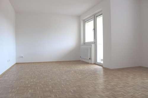 Familienfreundliche leistbare 3-Raum-Wohnung mit Loggia und Parkplatz vor dem Haus - herrlicher Ausblick auf das Murufer