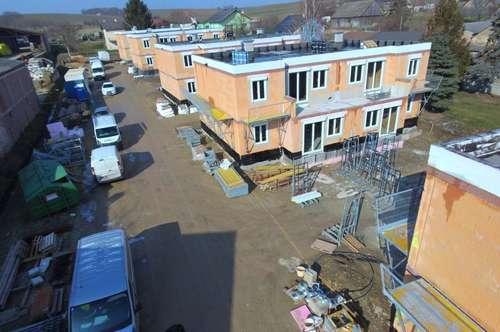 Beeindruckende 3 - Zimmer Erstbezugs Wohnung mit Eigengarten in Harmannsdorf in Ruhelage
