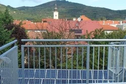 ERSTBEZUG - neu ausgebaute Dachgeschosswohnung mit Lift, Terrasse und Parkmöglichkeit