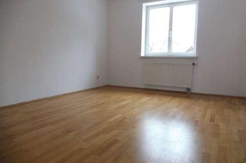 Sehr helle und gemütliche 2-Zimmer-Wohnung in absoluter Grünruhelage