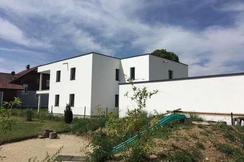 Kaufanbot liegt vor- Neubauwohnung in Neukirchen an der Enknach- OG