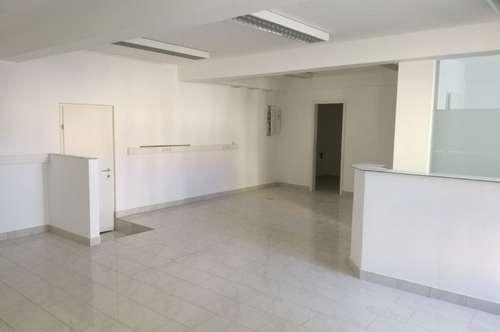 Helle, freundliche Praxis- oder Büroräumlichkeiten in verkehrsgünstiger Lage - ca. 78 m² - neu saniert, Miete: EUR 892,50