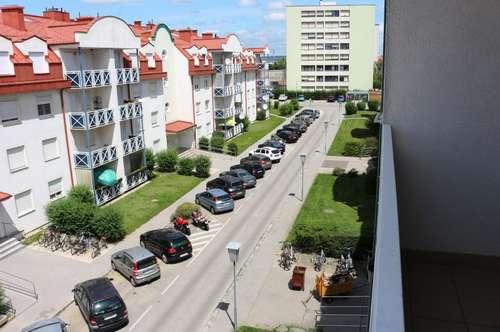 3-Zimmer Familienwohnung! Sehr hell! Mit Balkon und Garagenplatz! Nahe dem Bahnhof und dem Kindergarten.