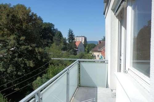 Schöne, sonnige 3-Zimmer-Wohnung mit 2 Balkonen mit Schlossbergblick in absoluter Ruhelage – LKH und Uni Nähe