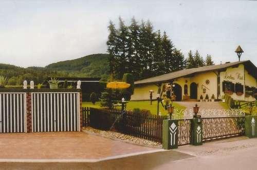 Stimmungsvolles gepflegtes Anwesen in Aussichtslage
