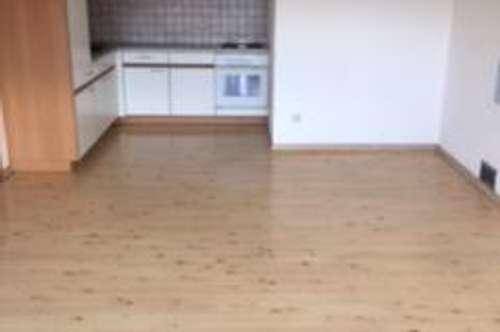 Ranggen – Ruhelage mit Gebirgsblick: Gepflegte 2-Zimmerwohnung, 56 m² Wfl, Balkon, Parkplatz, Sofortbezug
