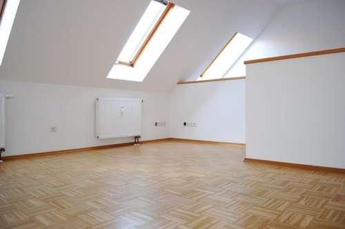 ERSTBEZUG nach Sanierung: Maisonette-Wohnung im Fürstenfelder Zentrum!