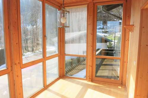 Neu renorvierte 3-Zimmer-Wohnung mit Wintergarten und Balkon
