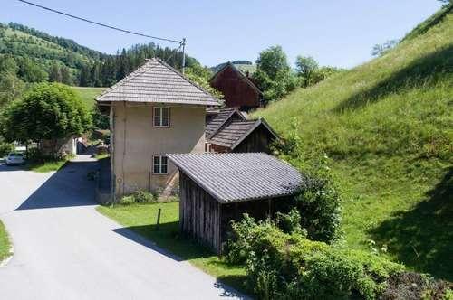 Jedes Haus hat seine Geschichte , renovierungsbedürftig, aber gepflegt !