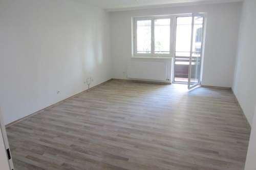 Neuwertige 4 Zimmer Wohnung mit Balkon