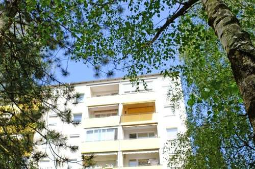 Großzügige, helle Wohnung im obersten Geschoss - komplett saniert