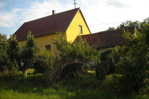 Renoviertes Haus mit Nebengebäude