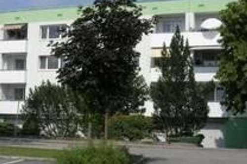 Hoher Erholungswert und ausgezeichnete Wohnqualität garantiert! Idyllisch gelegene 4-Zimmer-Wohnung mit Balkon nah am Stadtzentrum! Provisionsfrei!