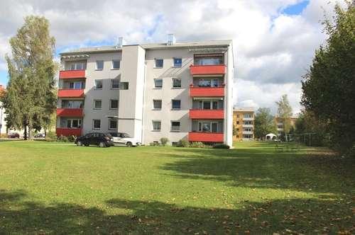Generalsanierte, lichtdurchflutete 3 Zimmer-Erdgeschosswohnung mit neuem Bad & Balkon - in schöner Grünlage