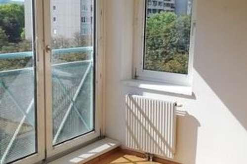 Sehr schöne sonnige 3 Zimmer Wohnung in Grünlage Wiener Neudorfs