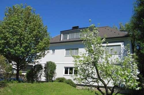 Gepflegte Dachgeschoßwohnung ca. 50m2 Wfl,iin Stadtvilla Nähe Infineion