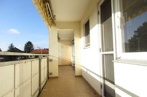 Schöne Zweiraumwohnung (renovierungsbedürftig) mit sonniger Loggia!
