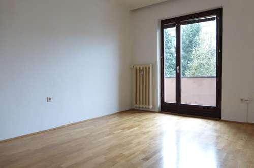 Entzückende Singlewohnung mit extra Küche und 2 Balkonen nähe Citypark!